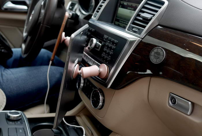 ClutchIt Magnetic Phone Mount  (1)